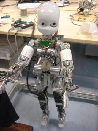Bébé robot va apprendre à parler Bebe_r10