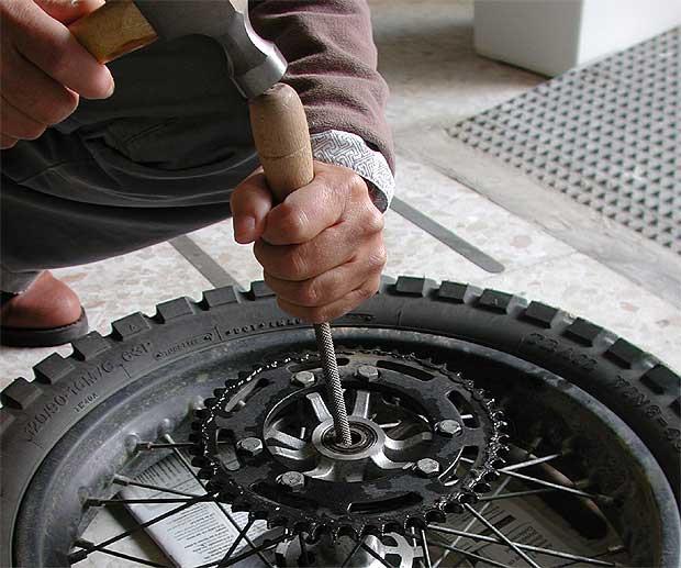 Cambiar rodamientos de la rueda trasera Foto111