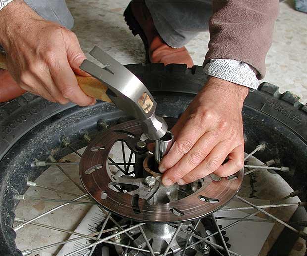 Cambiar rodamientos de la rueda trasera Foto310