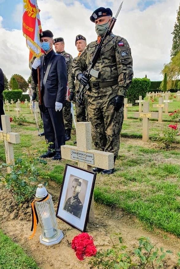 Un nouveau soldat polonais identifié en Normandie Chanie15