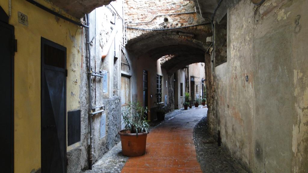 IMPERIA (ITALIE) - Page 5 Ruelle12