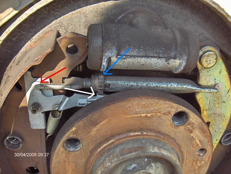 Reglage du rattrapage automatique cable de freins à main  Tambou11