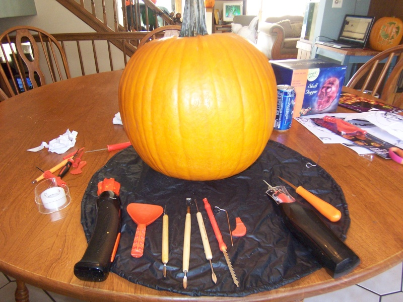 My Carving Workspace 100_2410