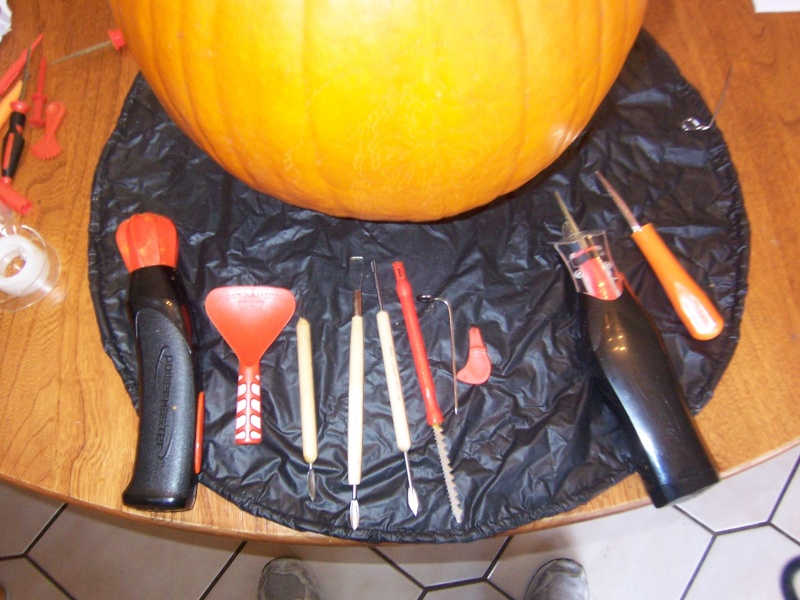 My Carving Workspace 100_2411