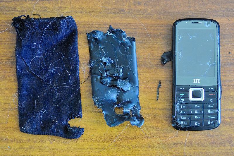 Un téléphone, un !! D33_9310