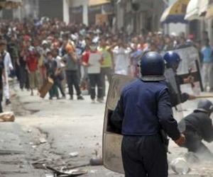 و بدأت الثورة الجزائرية اليوم 12/2/2011 بمسيرات سلمية فهل تنتهى بنهاية بوتفليقة و نظامه ام ينتصر هو على الشعب 210