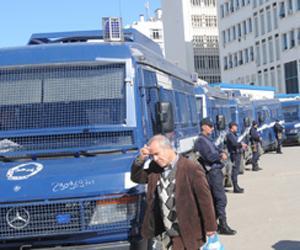 و بدأت الثورة الجزائرية اليوم 12/2/2011 بمسيرات سلمية فهل تنتهى بنهاية بوتفليقة و نظامه ام ينتصر هو على الشعب 311