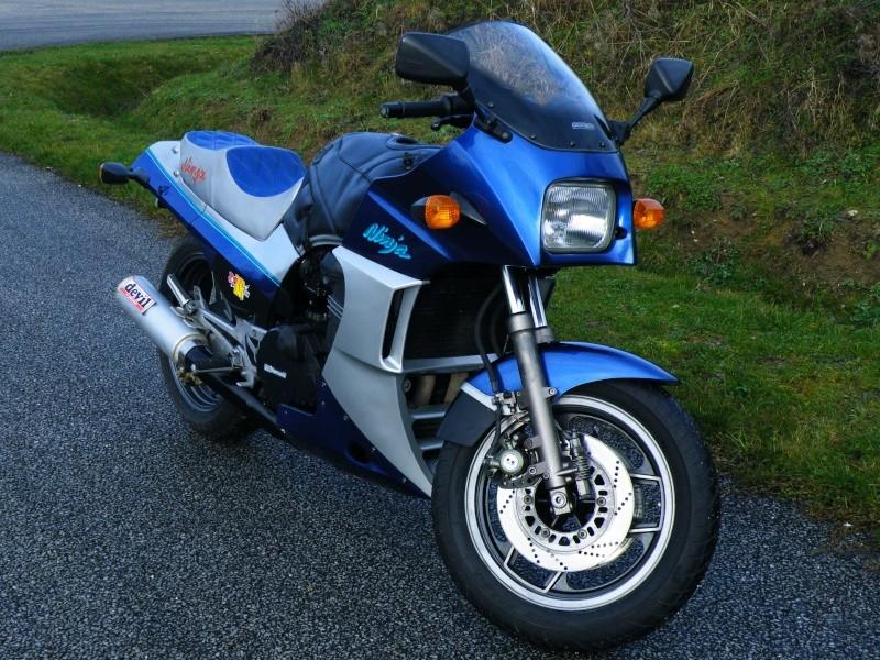 GREG repasse sur 2 roues , mais toujours avec une Kawasaki !!! Dscf4611