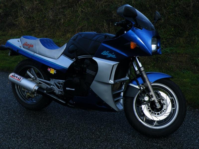 GREG repasse sur 2 roues , mais toujours avec une Kawasaki !!! Dscf4613