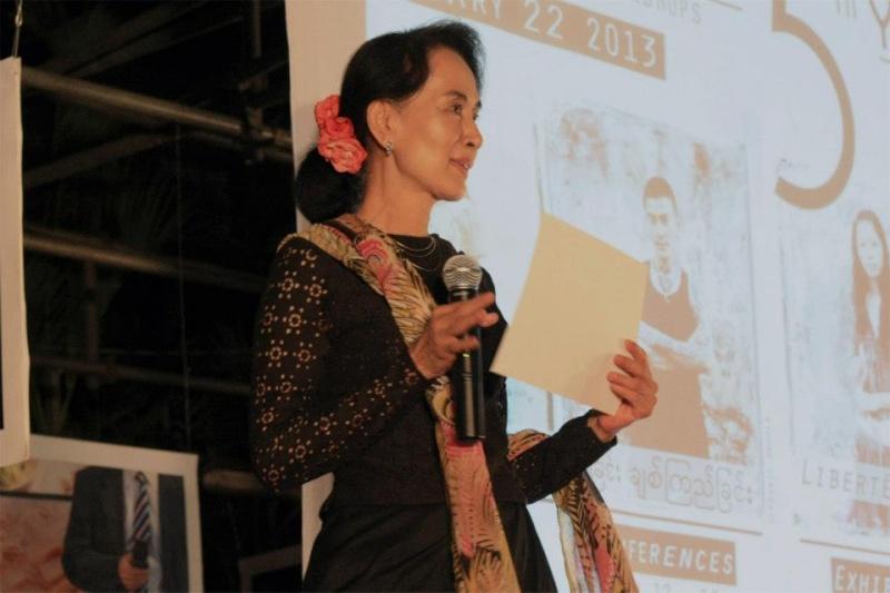 Daw Aung San Suu Kyi - Page 4 30735710