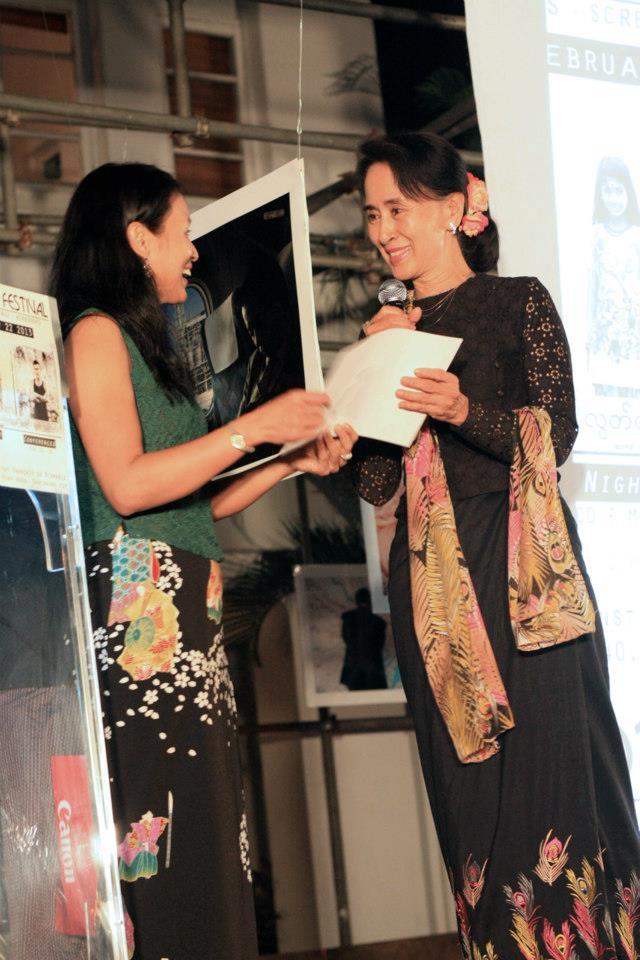 Daw Aung San Suu Kyi - Page 4 48016210