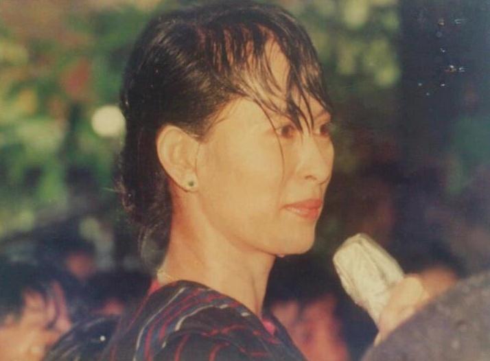 Daw Aung San Suu Kyi - Page 4 Screen15