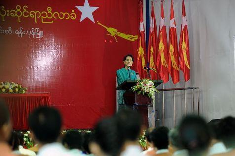Daw Aung San Suu Kyi - Page 4 Talach12