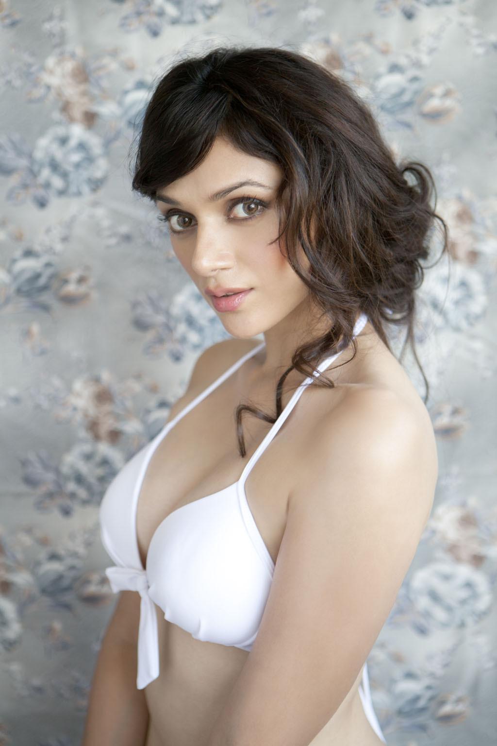 Aditi Rao Hydari Looks Super Hot In Her Sexy Black Long Shirt And Hot Pants