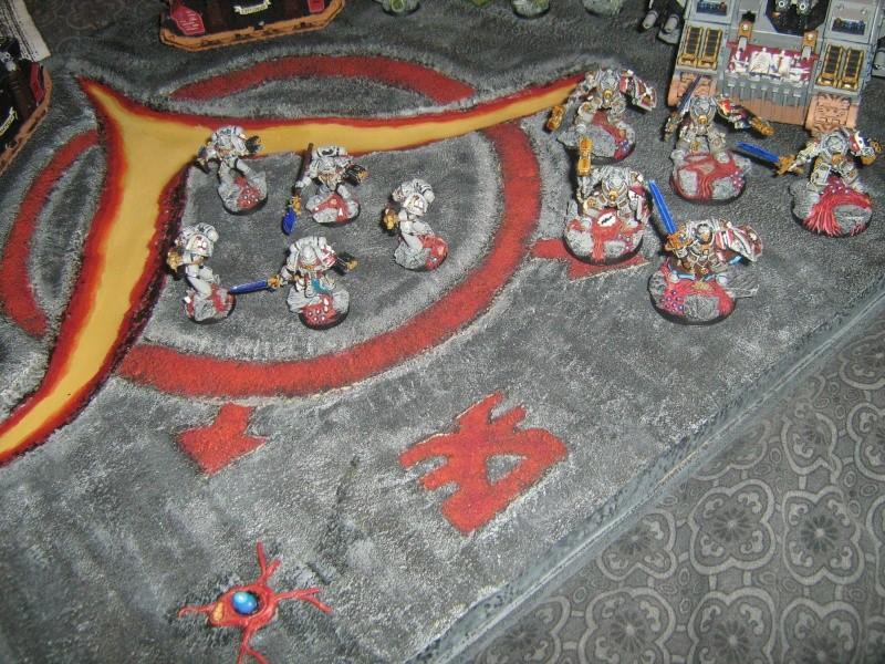 Mon plateau de présentation pour mes chevaliers gris Img_1517