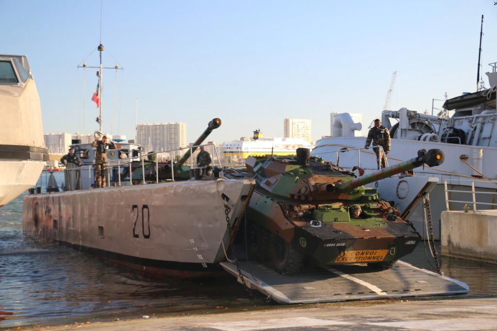 [Divers navires amphibie] EDA - R ( Engin de débarquement amphibie rapide ) Img_2823