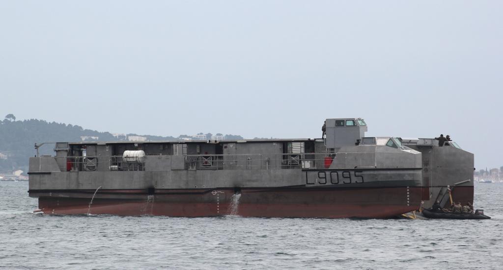 [Divers navires amphibie] EDA - R ( Engin de débarquement amphibie rapide ) Img_4420