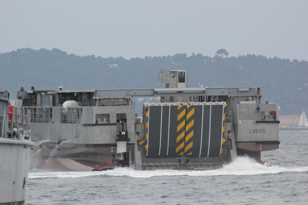 [Divers navires amphibie] EDA - R ( Engin de débarquement amphibie rapide ) Img_4421