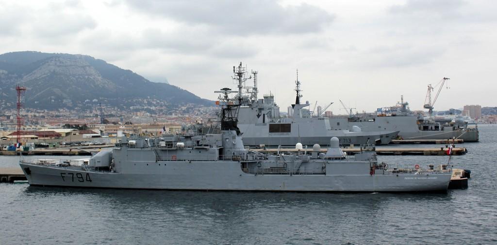 [LES PORTS MILITAIRES DE MÉTROPOLE] Mouvements de Bâtiments dans la rade de Toulon - Page 3 Img_4533