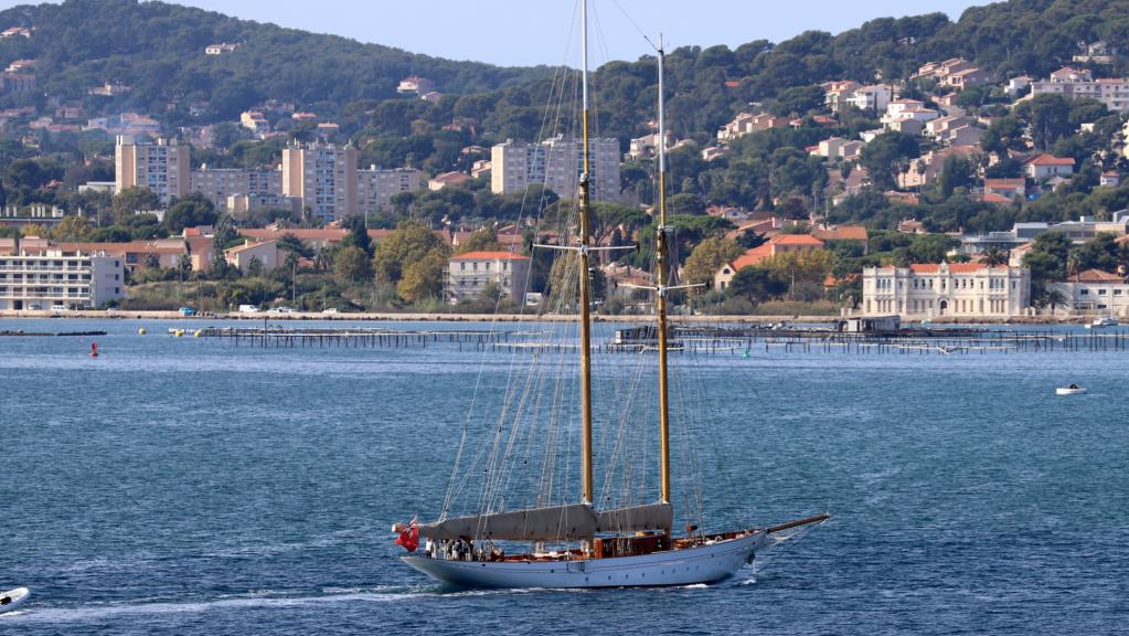 [Les ports militaires de métropole] Port de Toulon - TOME 1 - Page 6 Img_7934