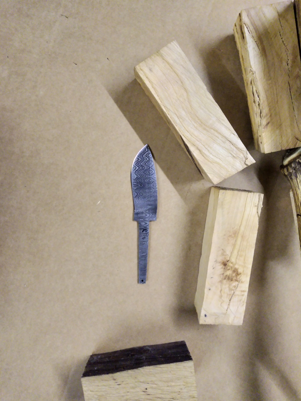 Couteau Molotobec et fabrication de l'étui, 3e essai - Page 2 Img_2010