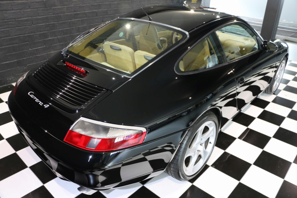 Porsche 996 nero pastello... con soli 256'000km  Img_4826