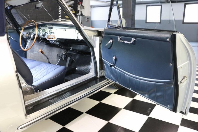 Restauro completo pellame Porsche 356 Img_7828