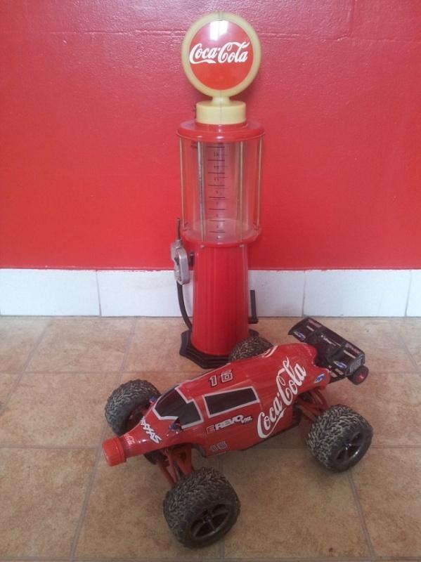 Carro 1/16 avec une bouteille de coca cola Sans_t11