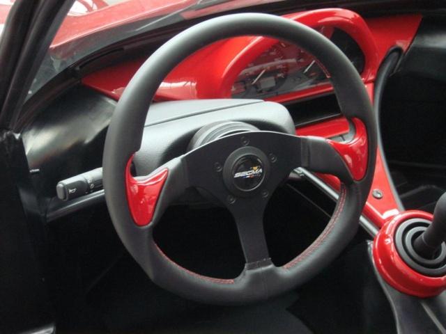 Volant cuir noir inserts rouges Volant11