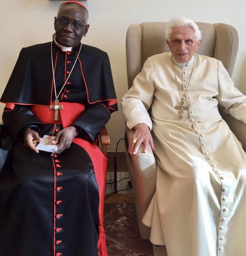 Le toujours pape Benoit XVI donne la cause des scandales de l'Eglise. Benoit10