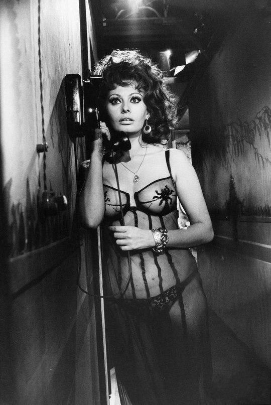 Sophia Loren is 75! - Page 4 Cmv1c710