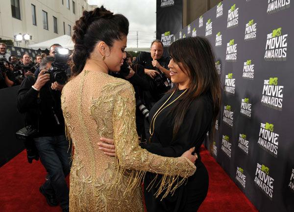 MTV Movie Awards  - Page 4 13041410