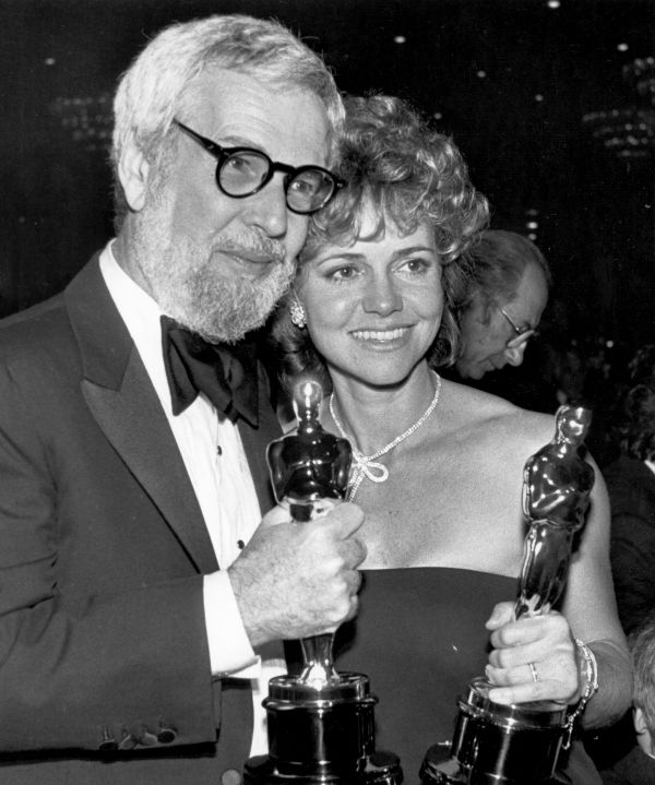 Academy Awards History - Page 3 Ap850310