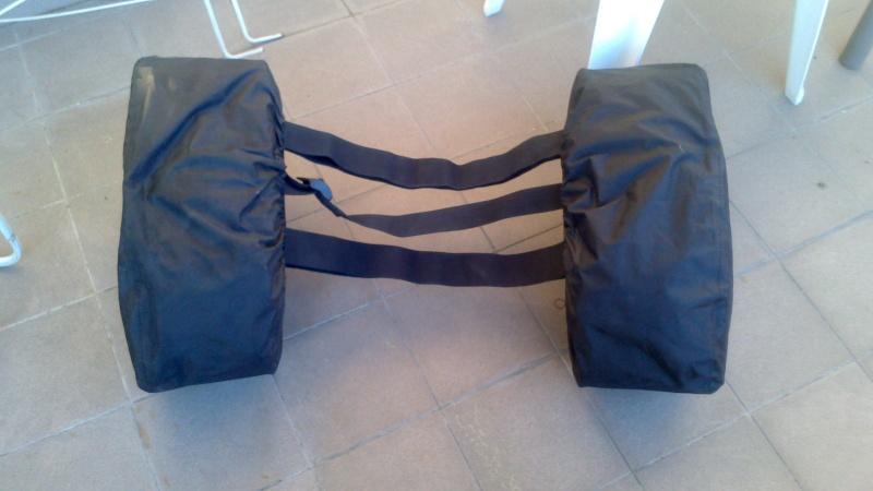 [VENDU] Kit de fixation de sacoches Z1000 K10 + sacoches cavalières givi   Dsc_0015