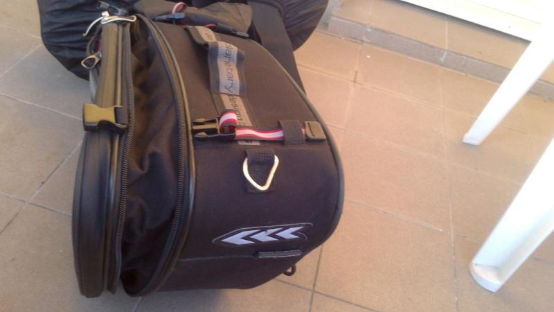 [VENDU] Kit de fixation de sacoches Z1000 K10 + sacoches cavalières givi   Dsc_0017