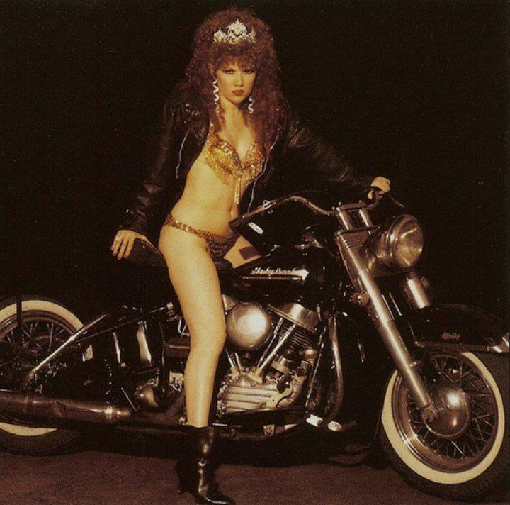 Ils ont posé avec une Harley, uniquement les People Aeb4d610