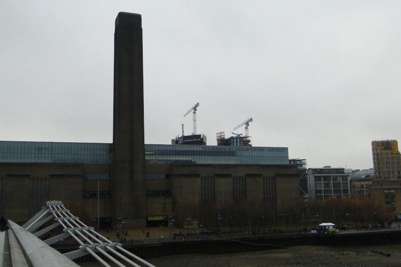 Londres, La City, prise sous le Millennium Bridge, depuis la Tate Modern (Bankside) Dsc02513