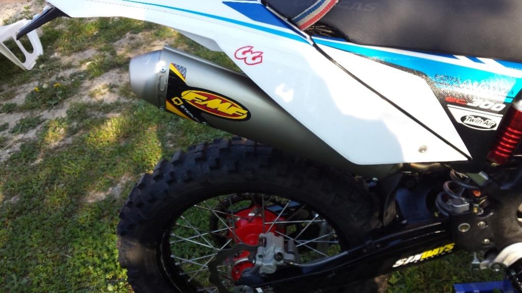 Présentez nous vos motos ! - Page 39 Gas_211
