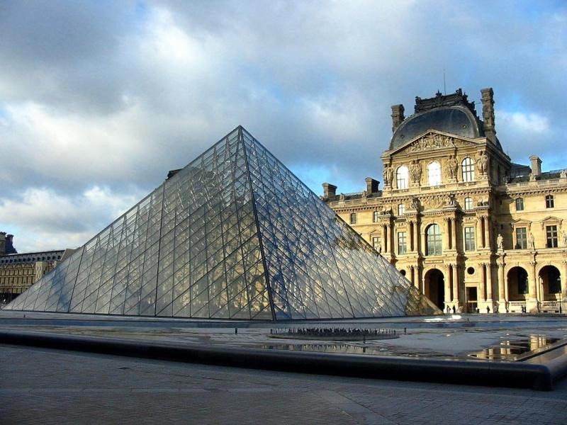 Le Louvre, ses fantômes et ses stars - Page 4 1_a0_450