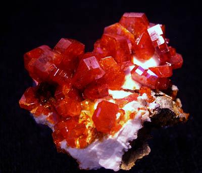 Красные кристаллы  Redcry10