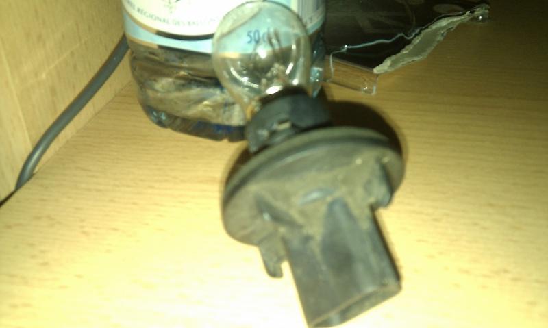 recherche  support ampoule arrière Imag0011