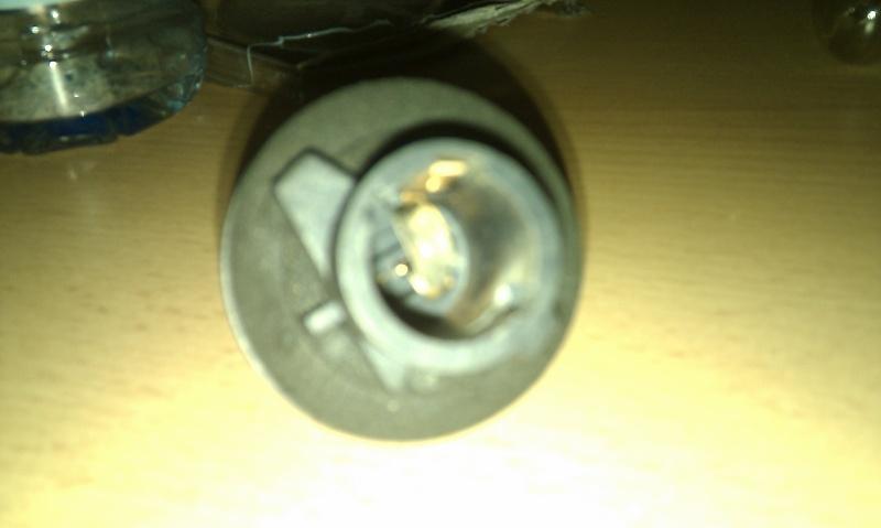 recherche  support ampoule arrière Imag0014