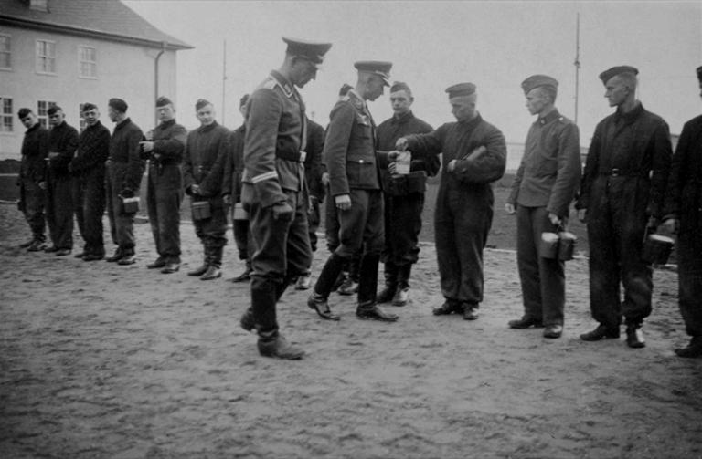 Les soldats de la Luftwaffe à l'instruction 10010