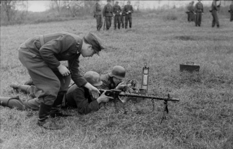 Les soldats de la Luftwaffe à l'instruction 1n1010