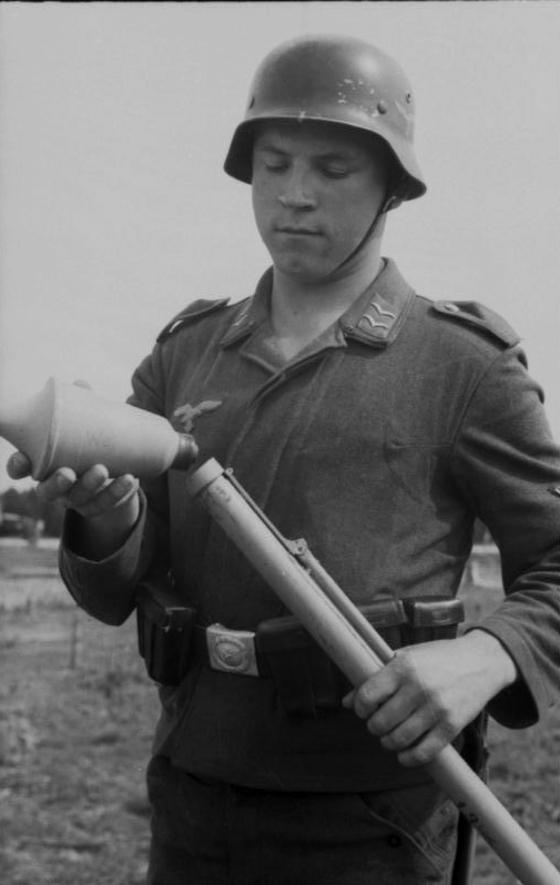 Les soldats de la Luftwaffe à l'instruction 2n1010