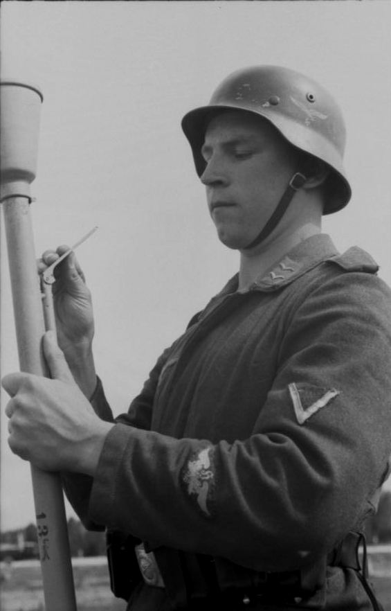 Les soldats de la Luftwaffe à l'instruction 3n1010