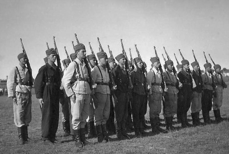 Les soldats de la Luftwaffe à l'instruction 5121010