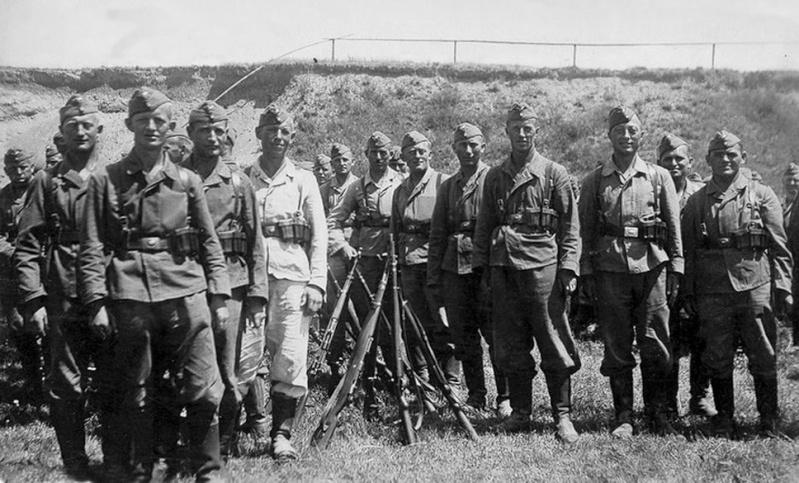 Les soldats de la Luftwaffe à l'instruction 8011110