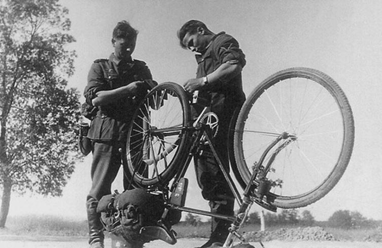Les vélos de l'armée Allemande ww2 - Page 2 Cfhjtf10