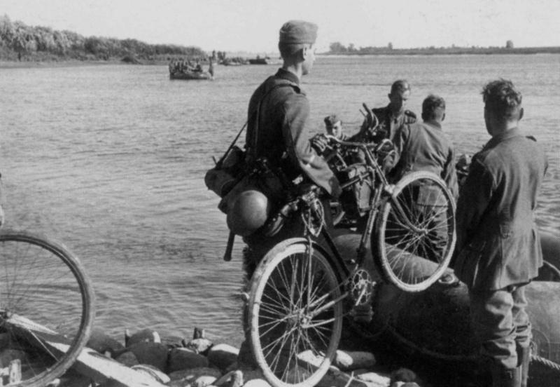 Les vélos de l'armée Allemande ww2 - Page 2 Drtuyh10